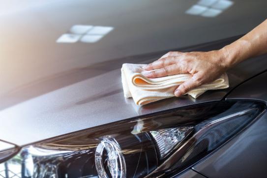 Nettoyage capot de voiture