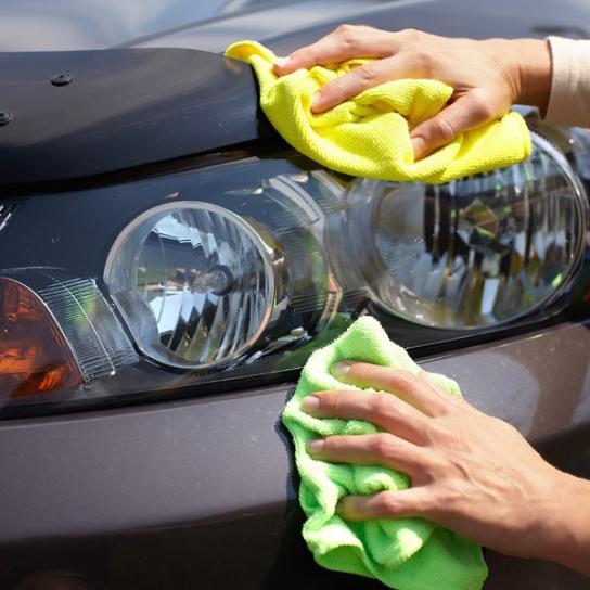 Nettoyage phare voiture